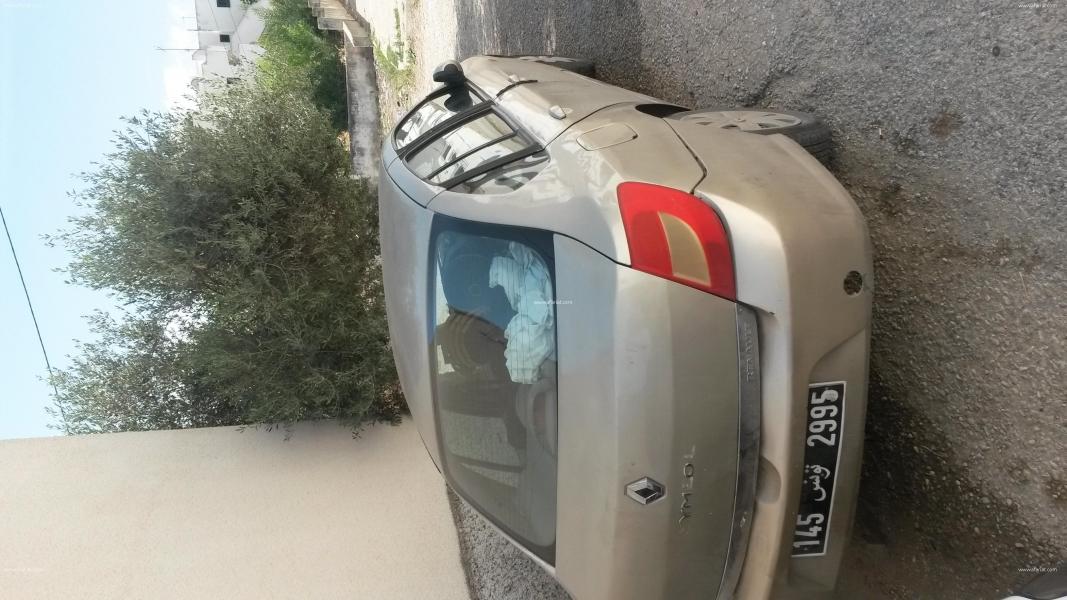 إعلان على أفاريات تونس ل: بيتع سيارت سمبول في حالة جيدة