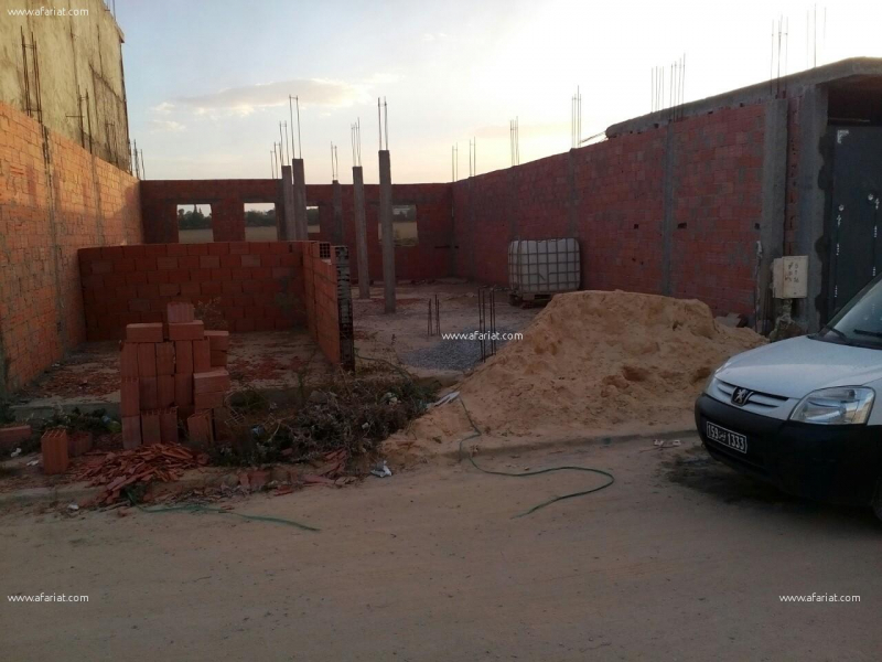 إعلان على أفاريات تونس ل: ارض في طور البناء